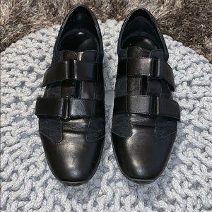 Gucci Velcro black gym shoes 👟
